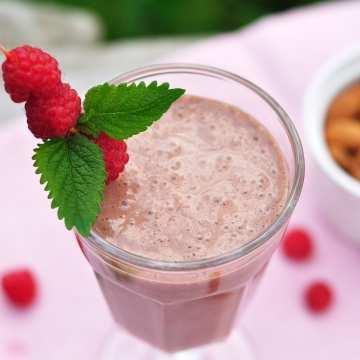 Malinový proteínový nápoj s chia semienkami