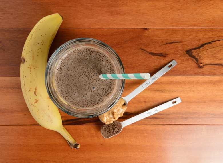 Čokoládovo-arašídový proteínový nápoj
